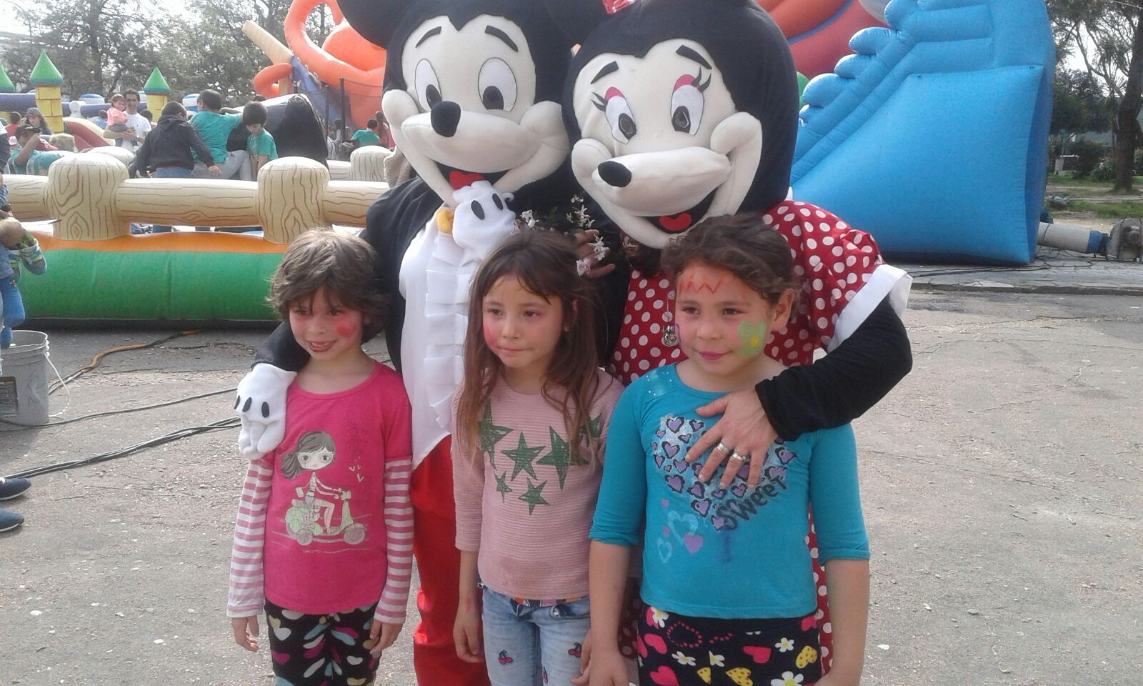 nos visitaron el Ratón Mickey y Minnie